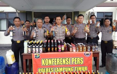 Polres Lamtim Amankan Ratusan Botol Miras