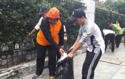 Ratusan ASN Pringsewu Lakukan Aksi Pungut Sampah