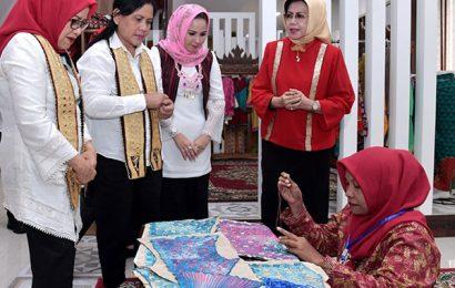 Yustin Dampingi Ibu Negara Kunjungi Dekranasda